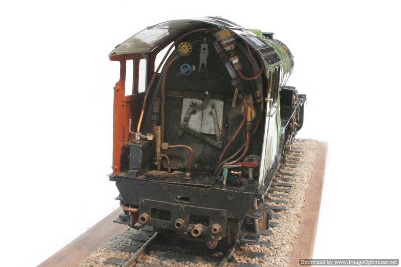 test 3 and a half inch gauge LNER V2 Green Arrow live steam model for sale 08-Optimized