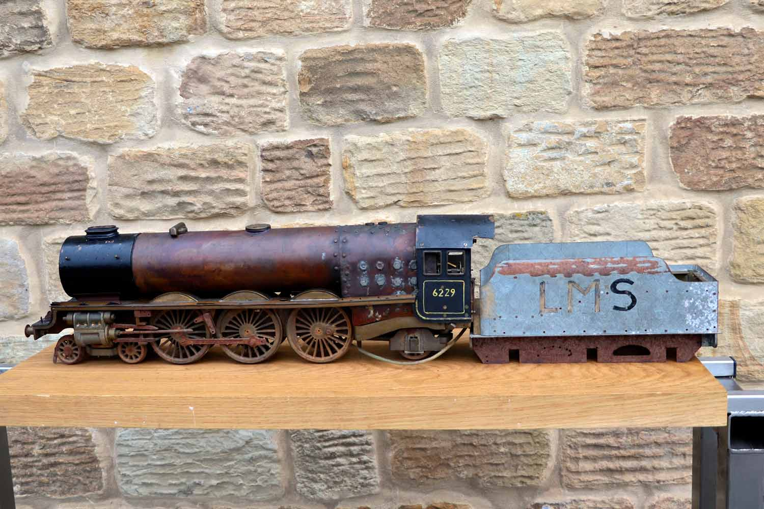 test 2-and-a-half-inch-gauge-LMS-Duchess-live-steam-locomotive-for-sale-01