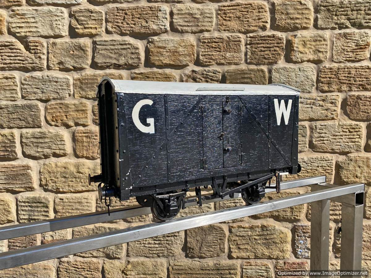 test 5 inch Great Western Parcels Van Live Steam For Sale (2)
